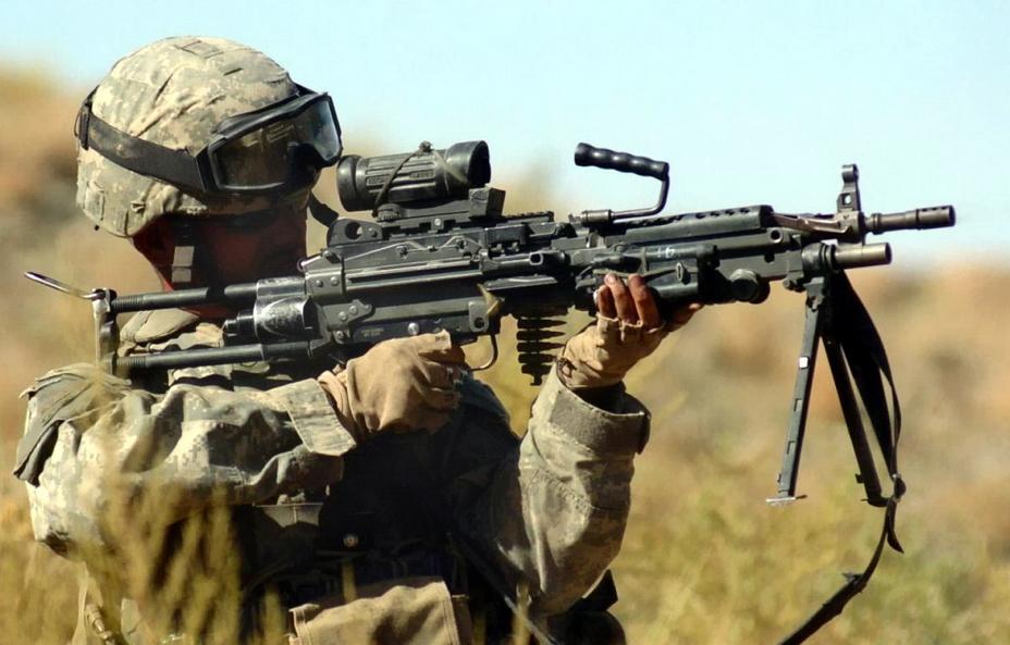 Minimi Para — компактная версия M249 для парашютистов с укороченным стволом и телескопическим прикладом. - Шквальный огонь одинокого бойца | Военно-исторический портал Warspot.ru