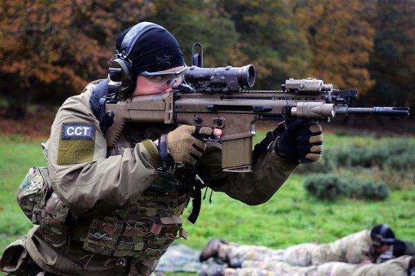 Американский солдат с винтовкой SCAR-H military.com - Американцы «забраковали» M4 | Военно-исторический портал Warspot.ru