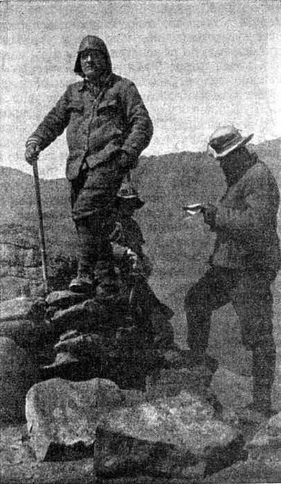 Н. Крыленко (слева) и Л. Бархаш на одной из вершин Памира - Поход на «крышу мира» | Военно-исторический портал Warspot.ru