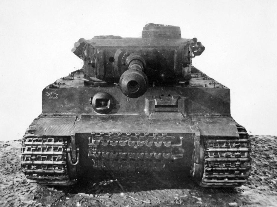 ?На лобовом листе корпуса виден значок 502-го тяжелого танкового батальона - Тяжёлый трофей   Военно-исторический портал Warspot.ru
