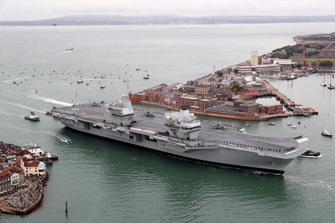 Авианосец HMS Queen Elizabeth. royalnavy.mod.uk - Топ-15 новостей прошедшего года | Военно-исторический портал Warspot.ru