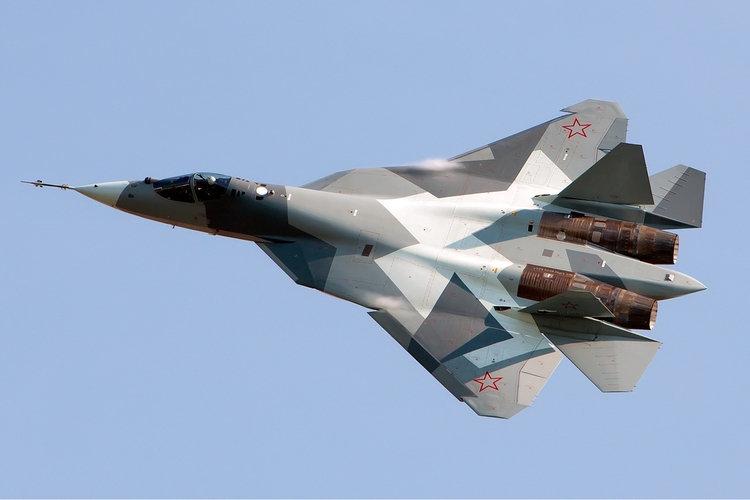 Прототип истребителя Су-57 на авиасалоне МАКС-2011. defensenews.com - Военные неудачи ушедшего года | Военно-исторический портал Warspot.ru