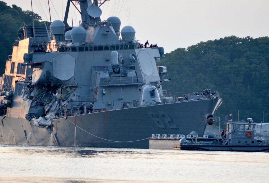 Эсминец USS Fitzgerald после столкновения с контейнеровозом. navaltoday.com - Военные неудачи ушедшего года | Военно-исторический портал Warspot.ru