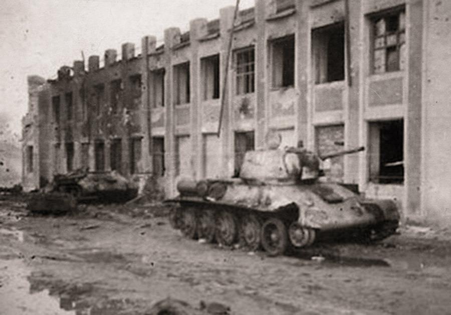 Фото уничтоженных немцами «тридцатьчетвёрок» 24-го ТК в станице Тацинской Источник – voopiik-don.ru - Рейд генерала Баданова | Военно-исторический портал Warspot.ru