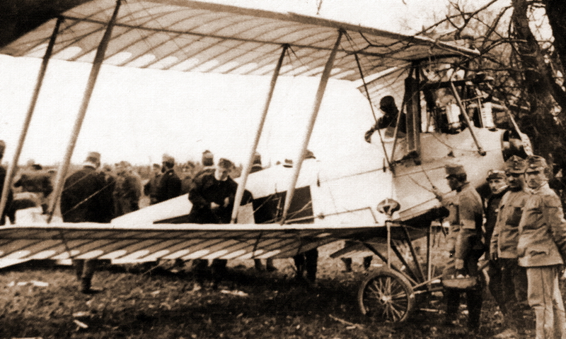 "​""Лонер"" тип C производства фирмы UFAG из состава Flik 15. В 1915 году самолёты этого типа получили армейское обозначение B.II (U) (P. Grosz, G. Haddow & P. Schiemer ""Austro-Hungarian Army Aircraft of World War One"", Flying Machines Press, 1993) - Германия и Австро-Венгрия сравнивают счёт 
