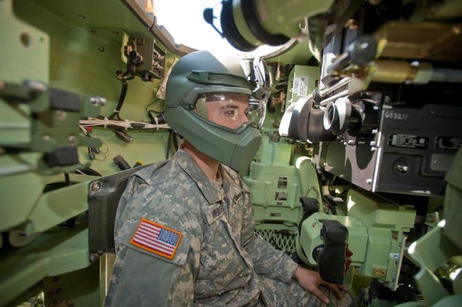 Шлем танкиста, совмещенный с маской, обеспечивает дополнительную защиту лица dailymail.co.uk - Маски цвета хаки | Военно-исторический портал Warspot.ru