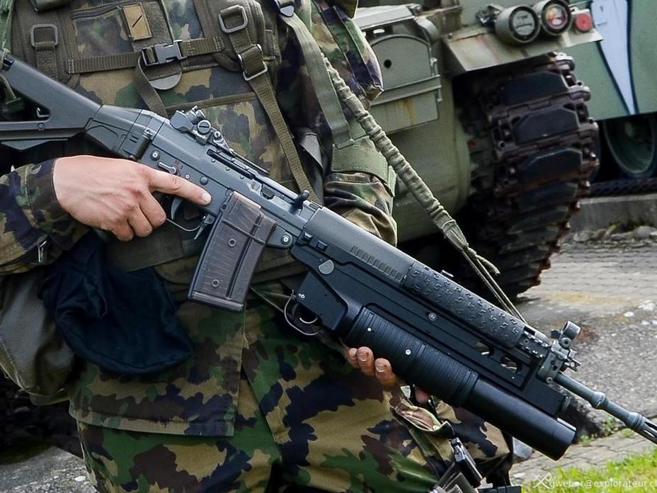 SIG SG 550, она же Stgw 90, – основная винтовка швейцарской армии (http://www.grenadier.ch) - Армия – это народ. Народ – это армия   Военно-исторический портал Warspot.ru