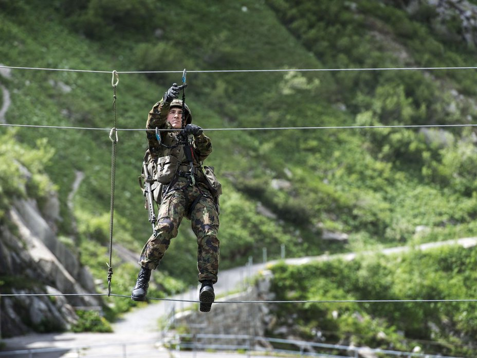 Каждый швейцарский солдат обладает навыками альпинизма (http://www.watson.ch) - Армия – это народ. Народ – это армия   Военно-исторический портал Warspot.ru