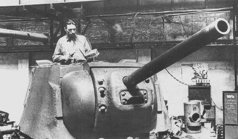 Работы по сборке тяжёлого танка КВ-1 на советском заводе waralbum.ru - Рождённый войной. Как создавался наркомат танковой промышленности | Военно-исторический портал Warspot.ru
