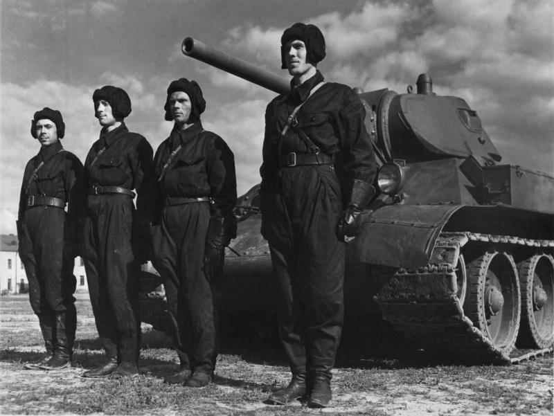 1941 год - Советские танкисты на пути| Фото: Warspot.