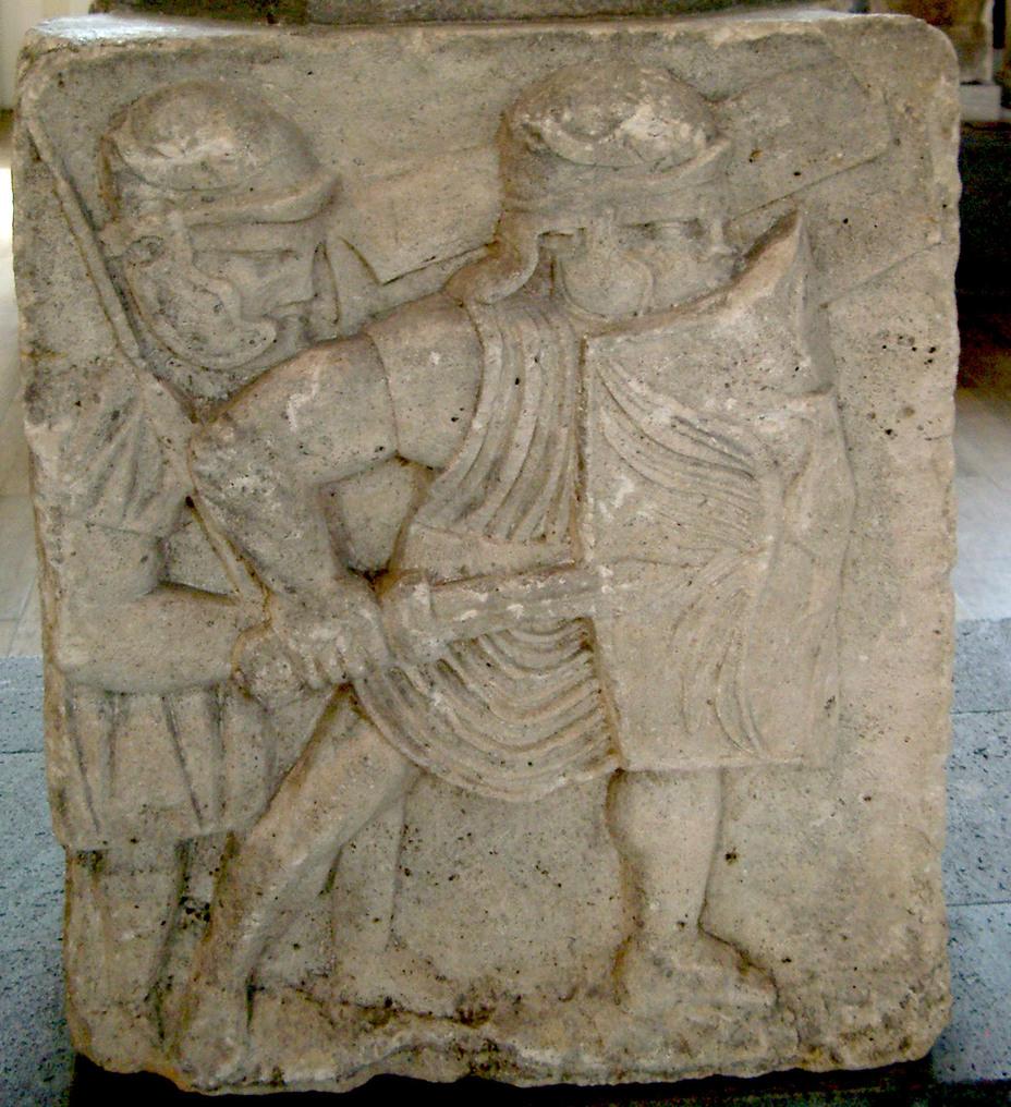 Основание колонны из Майнца с рельефным изображением римского легионера I в. н.э., носящего тунику поверх доспехов - Торакомах — римский поддоспешник | Warspot.ru
