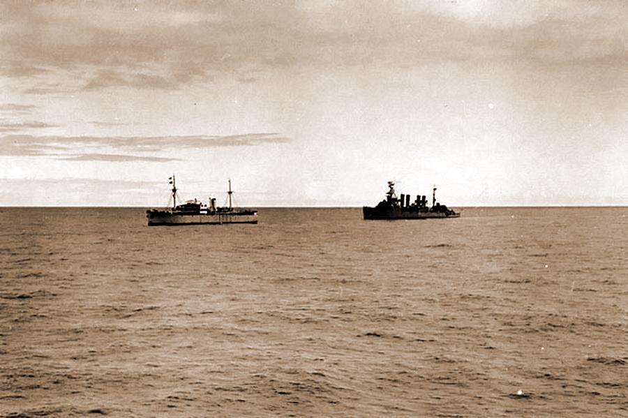 Немецкий блокадопрорыватель «Оденвальд», захваченный американским крейсером «Омаха»