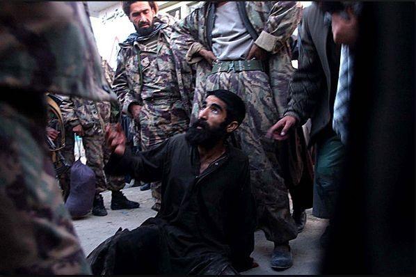 Допрос пленного в Афганистане с целью выяснения его личности - Современное наемничество: буква закона | Военно-исторический портал Warspot.ru
