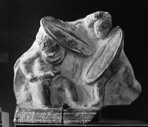 Терракотовая статуэтка II века до н.э., изображающая сражающихся галлов. Античное собрание, Берлин - Кельты:Римское завоевание Цизальпинской Галлии | Warspot.ru