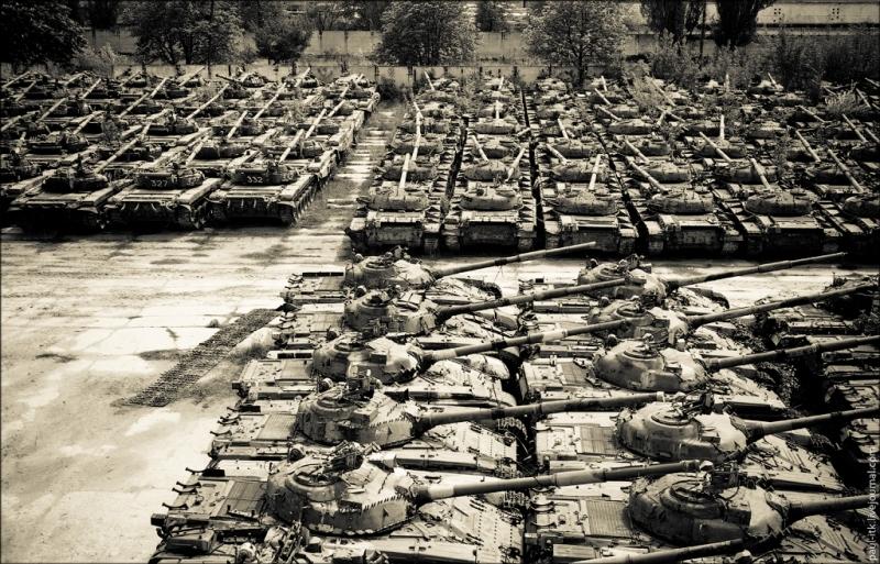 После прекращения холодной войны огромное количество оружия, как американского, так и советского производства, осталось не у дел. Оно наводнило рынок третьего мира, существенно повлияв на произошедшую здесь эскалацию насилия - Современное наемничество: предпосылки успеха   Военно-исторический портал Warspot.ru
