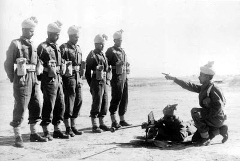 Джатские пехотинцы осваивают противотанковые ружья в Северной Африке, 1942 год