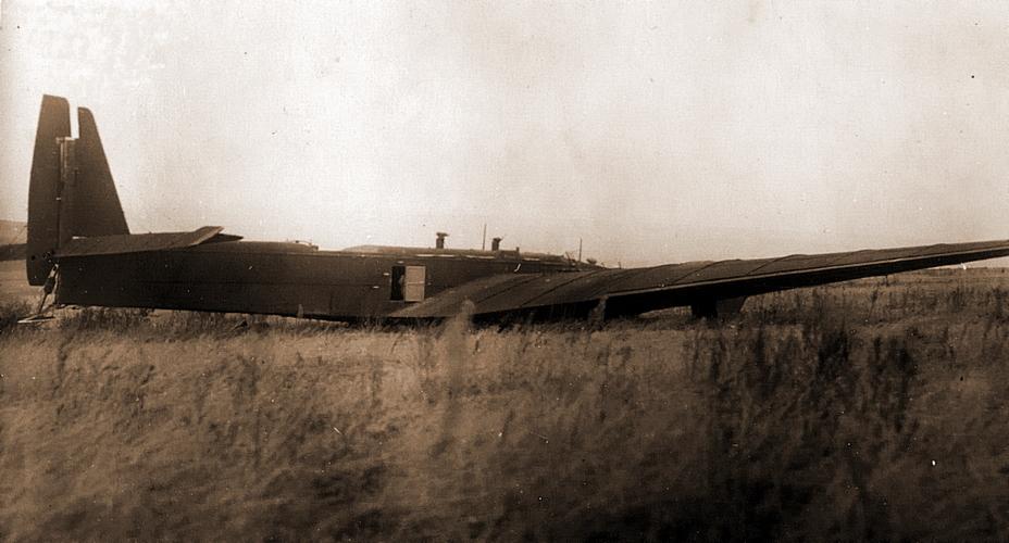 Один из бомбардировщиков ТБ-3 ранних серий, принадлежащий 14-му ТБАП, на вынужденной посадке. - «Братские могилы» над Житомиром | Военно-исторический портал Warspot.ru