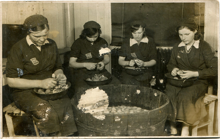 Остовки за работой на кухне. tastorona.su - «Восточные работницы» и их дети | Военно-исторический портал Warspot.ru