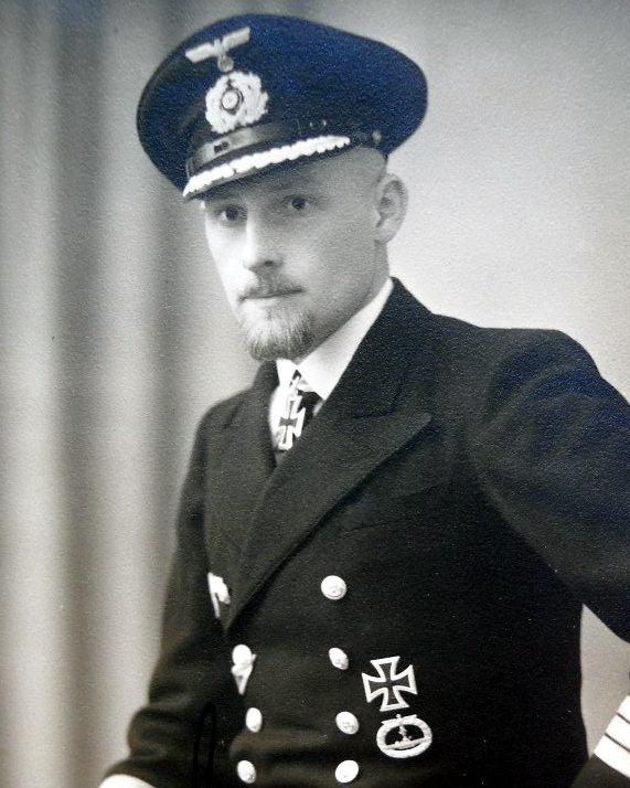 Командир подлодки U 65 корветтен-капитан фон Штокхаузен. Он стал первым немецким командиром подлодки, пересекшим экватор и действовавшим в Южном полушарии (http://dubm.de)