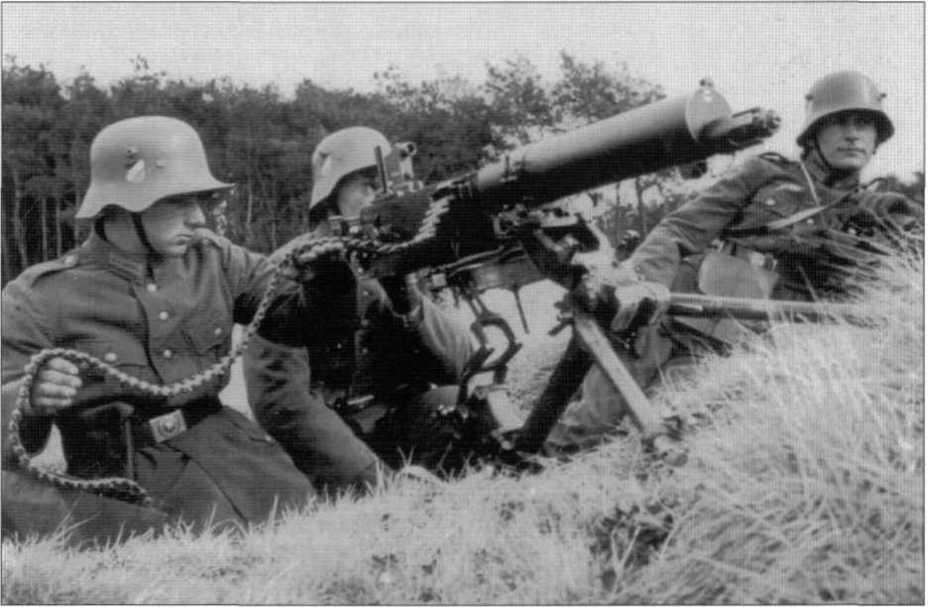 На фото представлены М18 и его «кавалерийский» вариант. - От «пикельхаубе» к «штальхельму» | Warspot.ru