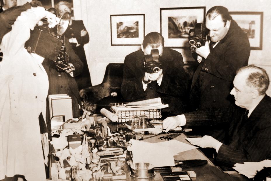 O Presidente Roosevelt assina o projeto de lei Lend-Lease