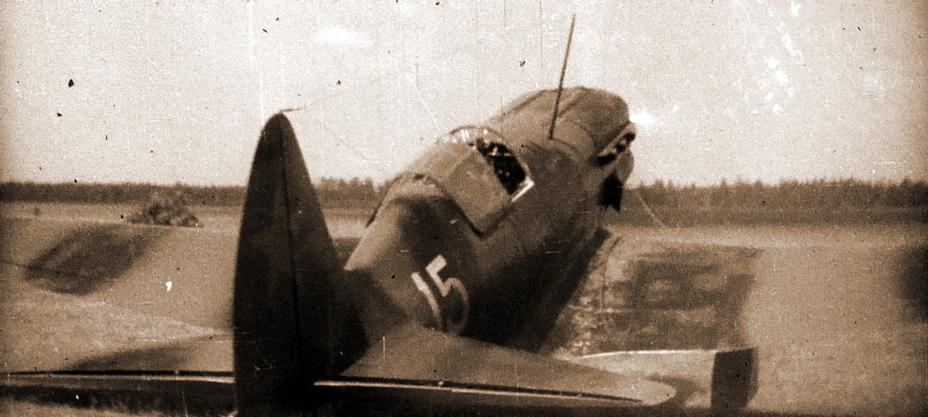 МиГ-3, на котором летал исполняющий обязанности командира 401-го ИАП майор К.К. Коккинаки. Судя по месту и стилю нанесения номера, самолёт был передан из 41-го ИАП. Двухцветный чёрно-зелёный камуфляж, опознавательные знаки в четырёх позициях согласно схеме, утверждённой 20 июня 1941 года - Тяжёлое испытание для испытателей | Военно-исторический портал Warspot.ru