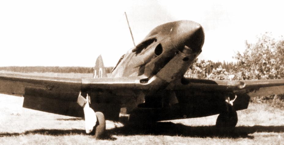 Два снимка истребителей МиГ-3 401-го ИАП. По фото известны белые тактические номера большого размера №36, 42, 43, 49 и 57, которые наносили на хвостовое оперение. Очевидно, что в полку использовали сквозную числовую систему нумерации. Фотографии сделаны между 7 и 11 июля 1941 года на аэродроме Зубово - Тяжёлое испытание для испытателей | Военно-исторический портал Warspot.ru
