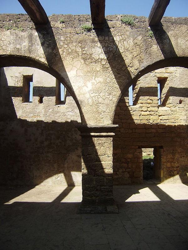 Внутри укреплений Диу, наши дни. commons.wikimedia.org - Диу: финал осады | Warspot.ru