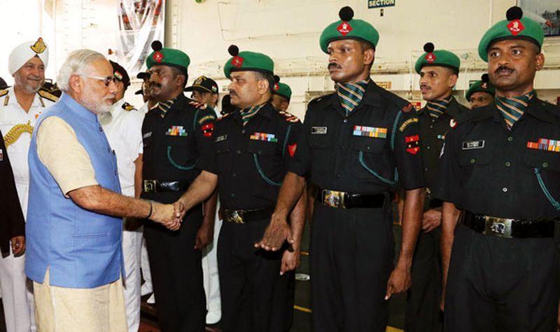 Премьер-министр Индии Моди посещает Мадрасский полк