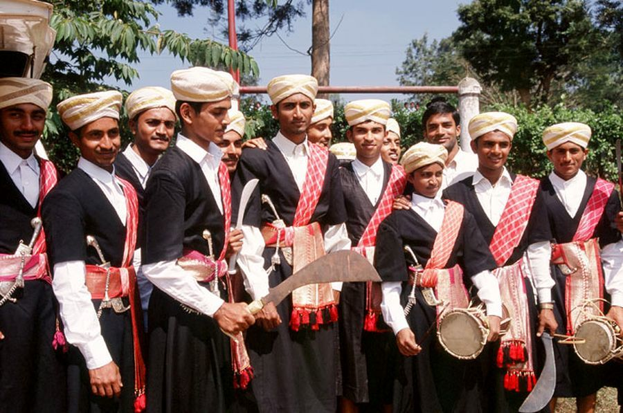 Группа кодава в традиционных костюмах