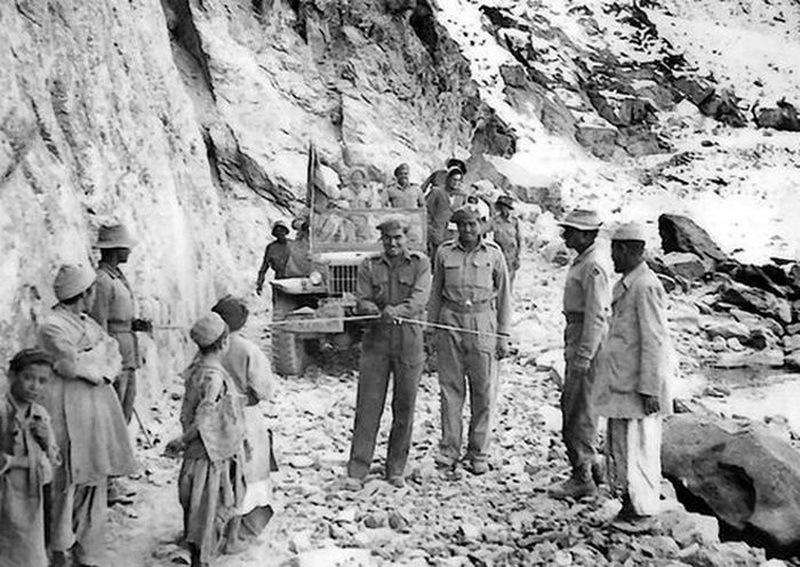 Мадрасские сапёры открывают дорогу через Зоджи-Ла, 1949 год
