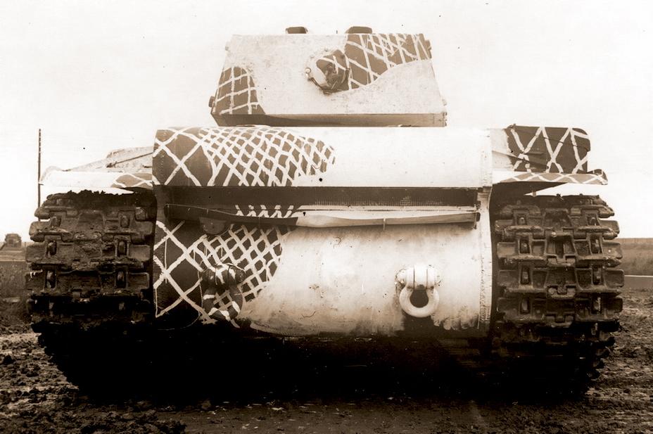 Танк КВ-1. Хорошо видна волнистость линий и разный размер ячеек сетки - Белые танки Красной армии: «зима в масштабе» | Warspot.ru