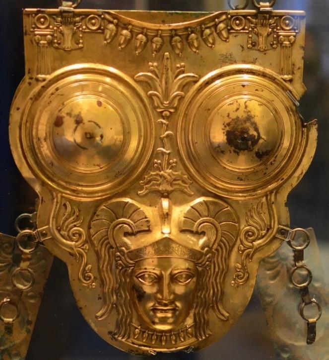 Пуническая позолоченная бронзовая кираса, найденная в Ксур-Эссеф, III-II вв. до н.э. Национальный музей Бардо, Тунис - От тартессийцев до римлян   Warspot.ru