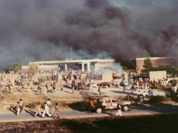 Горящее посольство США в Исламабаде, 1979 год - Явление Махди | Warspot.ru