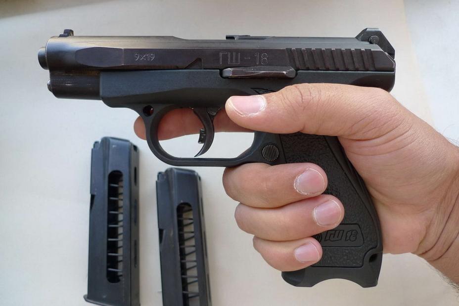 ?В руке ГШ-18 смотрится ещё компактнее, а его рукоятка выглядит очень эргономичной (http://popgun.ru) - Оружие последнего шанса | Warspot.ru