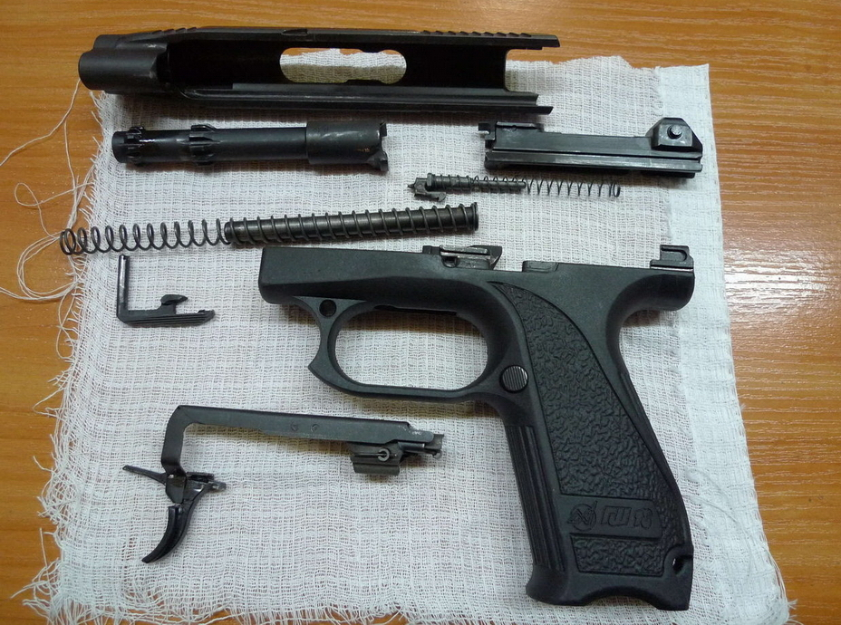 ?Неполная разборка спортивного варианта ГШ-18С. От боевой модификации он отличается отсутствием предохранителя на спусковом крючке и пластиковыми деталями магазина (http://popgun.ru) - Оружие последнего шанса | Warspot.ru