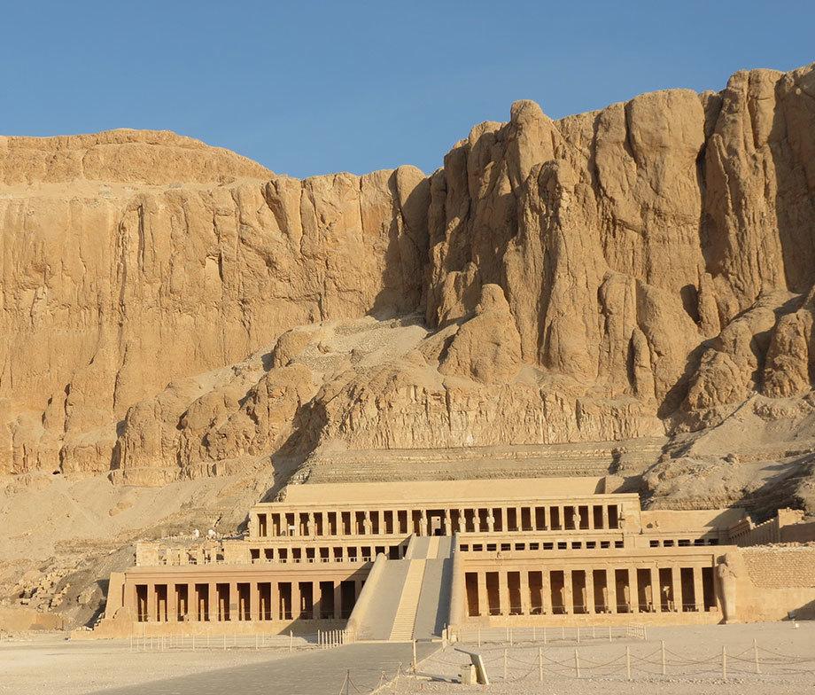 Поминальный храм Хатшепсут в Дейр-эль-Бахри.theworldwanderer.net