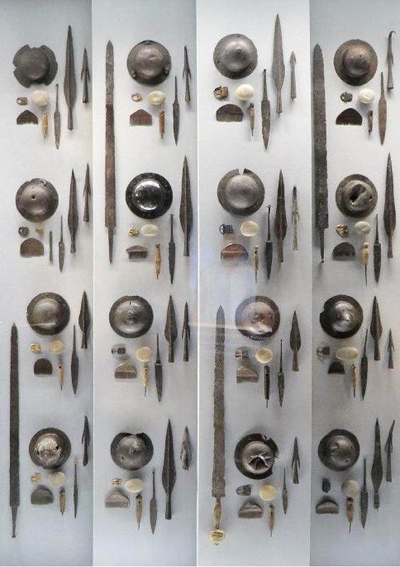 Комплекты оружия из Иллерупа. Мёсгаард Музей, Орхус - Скандинавские клады: вожди и воины | Warspot.ru