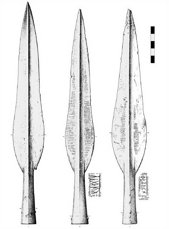 Наконечники Vennolum тип 14 с рунической надписью. К этому типу относится 316 из 366 наконечников из Иллерупа. В большом числе он также представлен среди других кладов оружия - Скандинавские клады: вожди и воины | Warspot.ru
