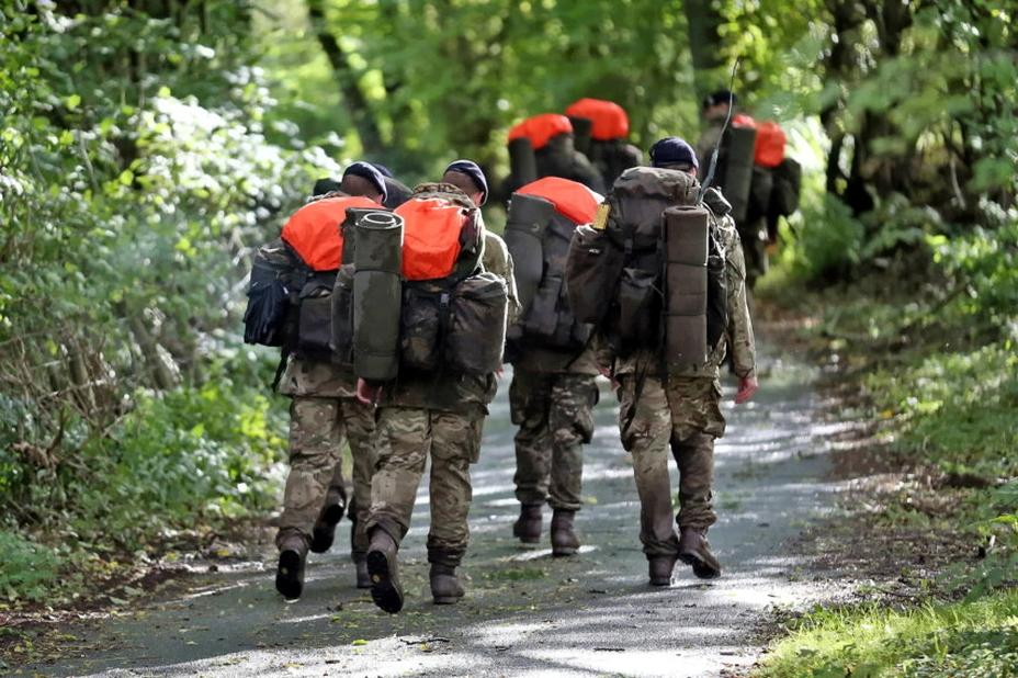 ?Лица рекрутов и действующих бойцов SAS не публикуют без особой нужды, поэтому большинство фото с отбора кандидатов выглядят именно так - Погоня за бежевым беретом | Warspot.ru