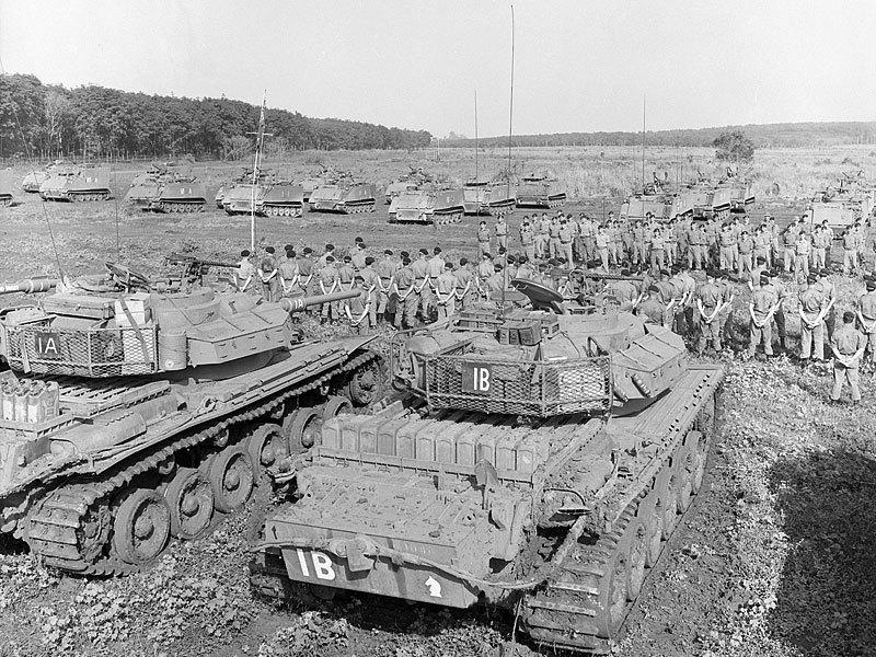Парад эскадронов 1-го танкового и 3-го кавалерийского полков в ноябре 1970 года. Последний День Камбре во Вьетнаме. awm.gov.au - «Центурионы» в джунглях | Warspot.ru