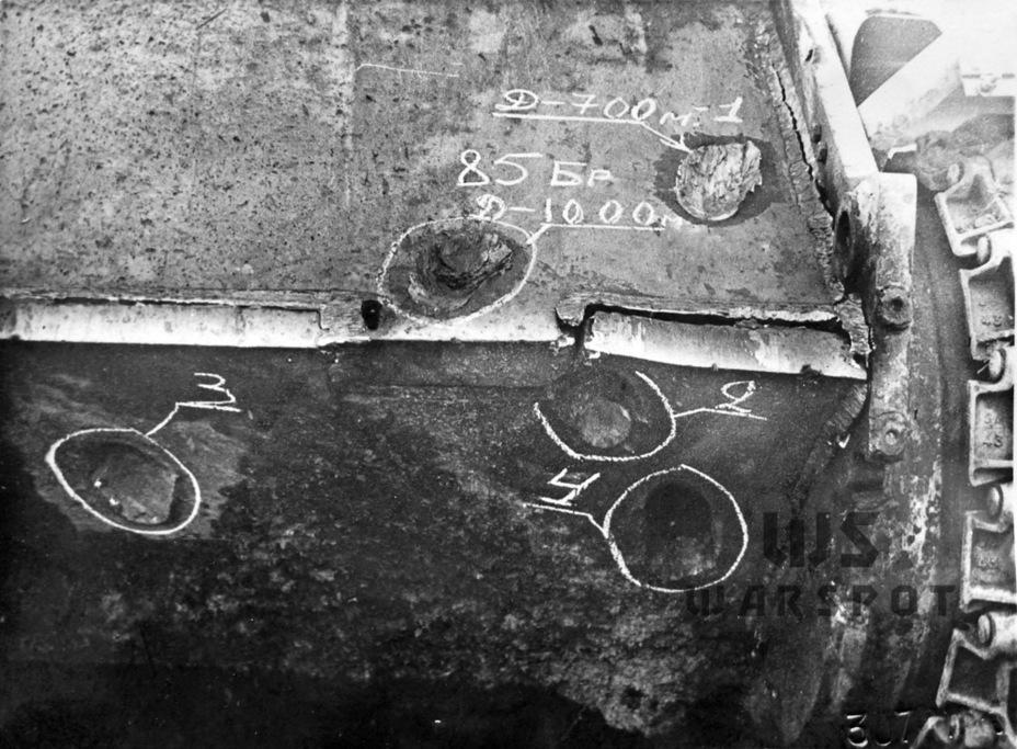 Следы от попадания в лобовую броню «Пантеры» снарядов 85-мм орудия Д-5. Даже в упор пробить лоб не удалось - Страшнее кошки зверя нет | Warspot.ru