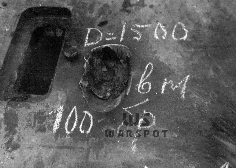 Поражение лобовой брони немецкого танка бронебойным снарядом 100-мм пушки Д-10Т. На дистанции 1500 метров пробить из неё лоб «Пантеры» не удалось, пришлось стрелять с 1200 метров - Страшнее кошки зверя нет | Warspot.ru