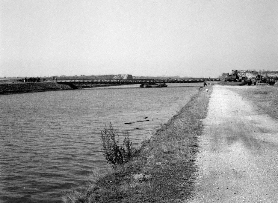 Британский инженерный мост через канал Альберта, сентябрь 1944 года. nam.ac.uk - Большая ошибка Монти   Warspot.ru