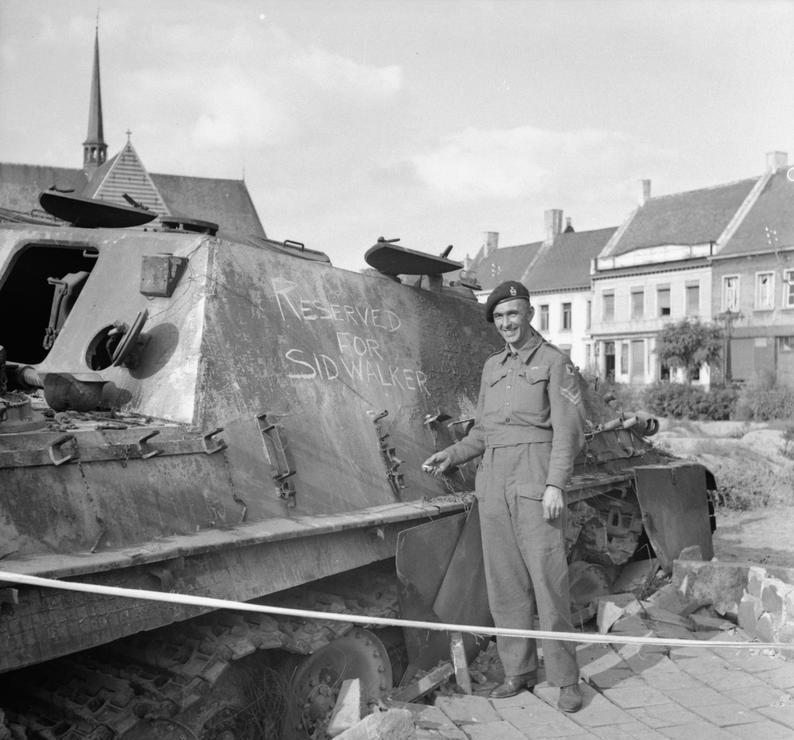 «Ягдпантера», подбитая экипажем капрала Барнетта на рыночной площади Гела 10 сентября 1944 года. ww2talk.com - Большая ошибка Монти   Warspot.ru