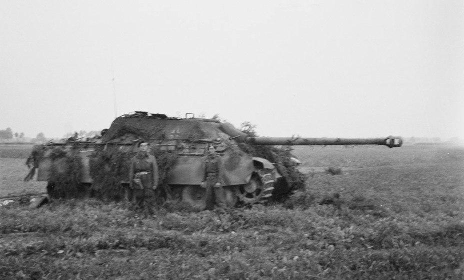 «Ягдпантера» 559-го дивизиона, подбитая в окрестностях Гела, сентябрь 1944 года. ww2live.com - Большая ошибка Монти   Warspot.ru