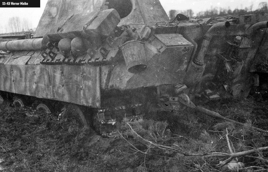 Серия фотографий, демонстрирующая спасение из «грязевого плена» «Пантеры» 6-й роты, 28 апреля 1944 года. kriegsberichter-archive.com - Операция «Ильзе» | Warspot.ru