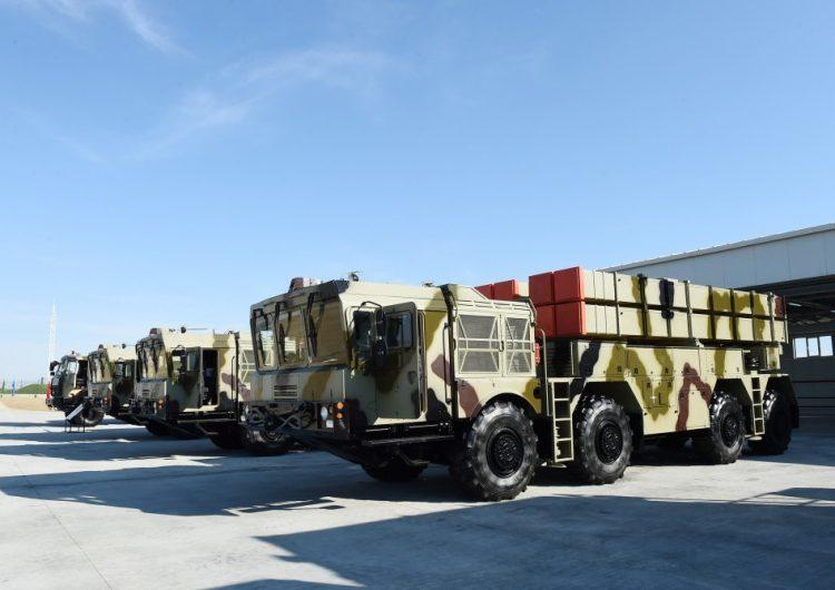 Пусковые установки РСЗО «Полонез» на азербайджанской военной базе. defence-blog.com - LORA и «Полонез»: новое оружие Азербайджана | Warspot.ru