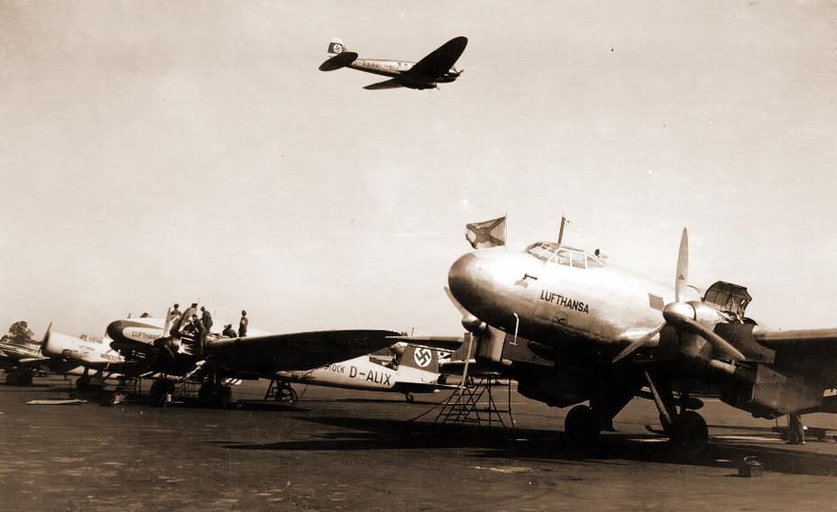 «Хейнкели» He 111V-2 «D-ALIX» (на земле) и He 111C-0 «D-AXAV» (в воздухе) с маркировкой «Люфтганзы» использовались для разведки под прикрытием почтовых перевозок - Крылатые предвестники войны | Warspot.ru