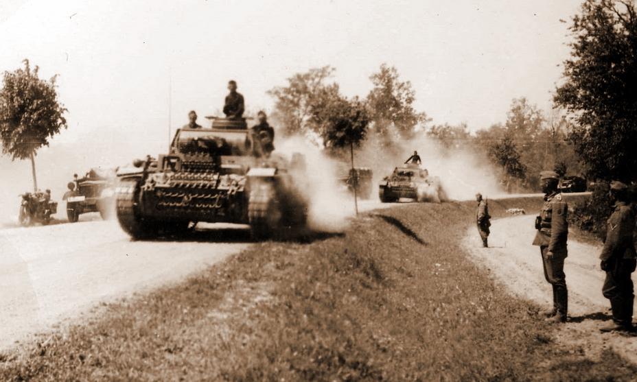 Вторжение началось! Колонна танков Pz.Kpfw.III пылит по дороге под ослепительным летним солнцем - Нестандартное 22 июня | Warspot.ru